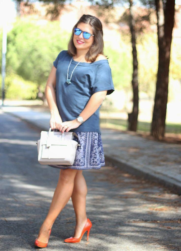 Maituins-look-blue-skirt-orange-shoes-coach-grey-bag-mirrow-sunglasses