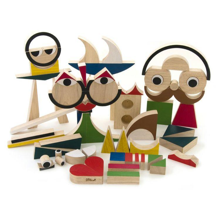 PlayShapes - Unieke blokkendoos van 74 geometrische figuren Maak de meest fantastische dieren, gezichten, voertuigen en gebouwen Inclusief boekje met voorbeelden en katoenen opbergzak Van milieuvriendelijk rubberboomhout. Voor kinderen van 3 jaar Afmetingen doos: 21 x 19 x 15 cm  Winnaar van de Parents' Choice Award 2010, Engeland.