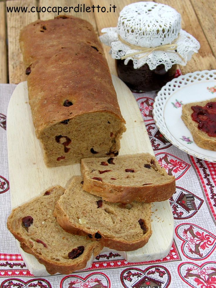 Pane ai mirtilli rossi, miele e fiocchi d'avena