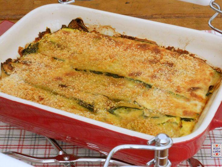 Zucchine gratinate, una facilissima ricetta con le zucchine e poco altro, semplice e buona. Può essere un contorno o un secondo piatto.