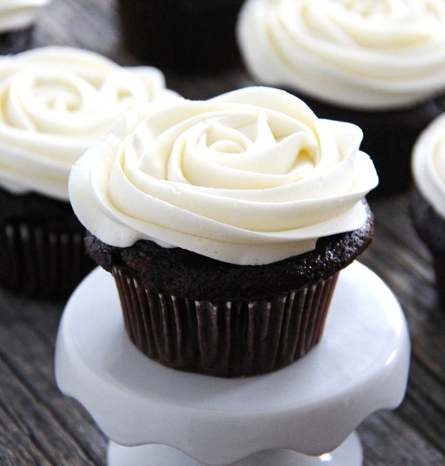 This Marshmallow Vanilla Buttercream Frosting is the perfect icing for either chocolate or vanilla cupcakes!