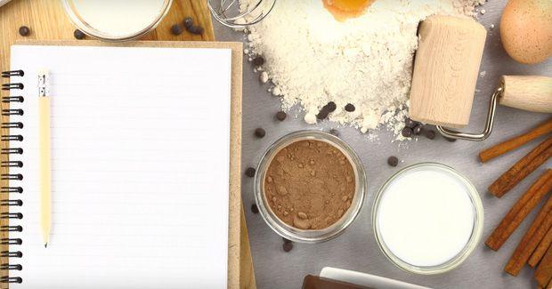 Gâteau de savoie fourré aux fraises et à la crème