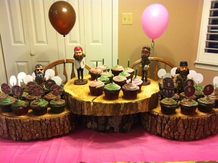 Duck Dynasty birthday party: Want some of these tree trunk things...