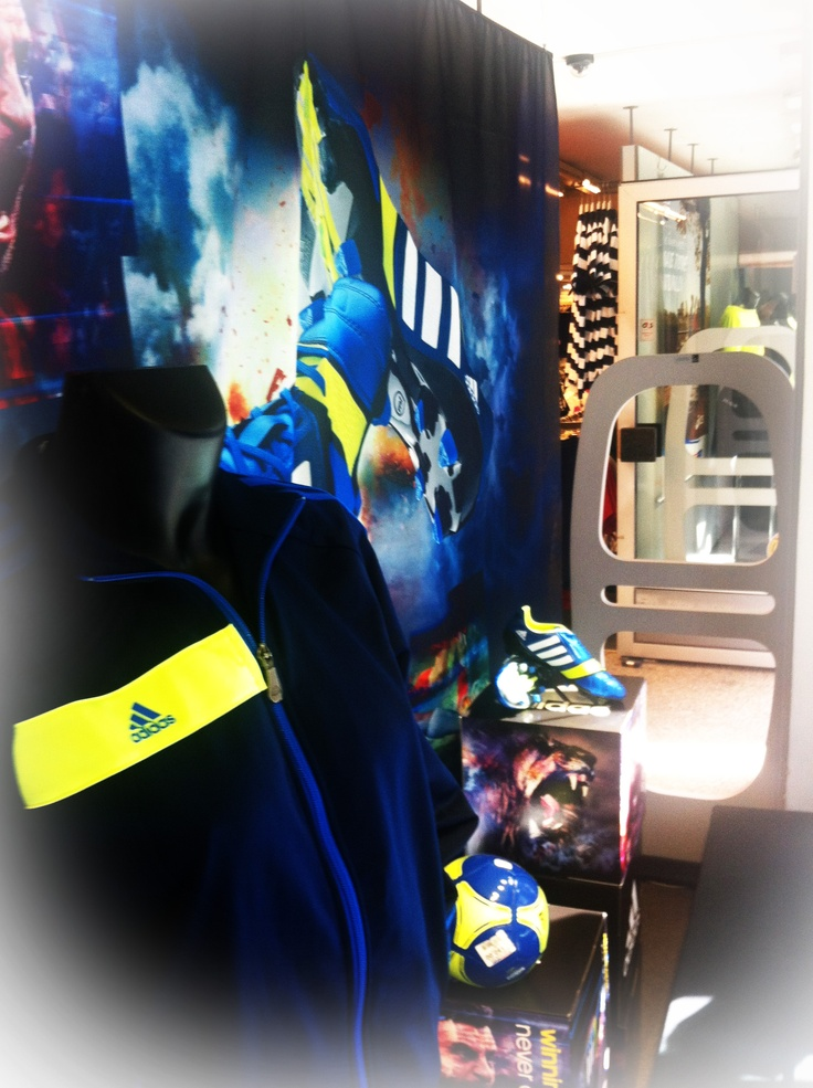 Dressingroom Metropol Adidas NitroCharge - by EnaEna & Ragus & Co