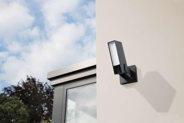 Netatmo Presence - Outdoor Sicherheitskamera mit Erkennung von Menschen, Fahrzeugen und Tieren sowie LED Strahler.