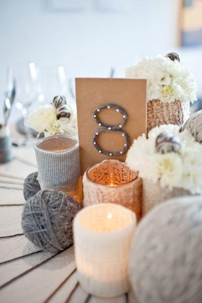 Des numéros de table en laine ! Parfait pour un mariage d'hiver.