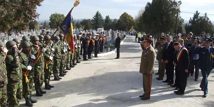 CEREMONIE MILITARĂ ŞI RELIGIOASĂ LA MONUMENTUL EROILOR SÂRBI DIN MEDGIDIA • În data de 11 noiembrie 2015, cu ocazia Zilei Eroilor Sârbi, la Monumentul Eroilor Sârbi din Cimitirul Ortodox Medgidia s-a desfăşurat o ceremonie militară şi religioasă.