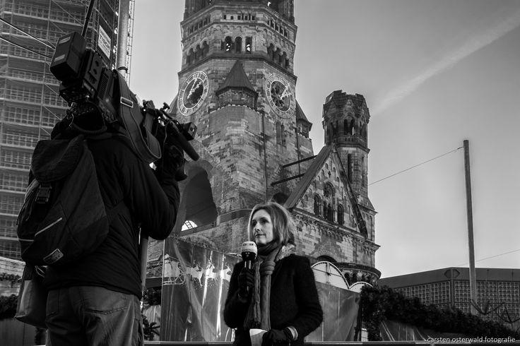News that no one wanted to hear (christmas market 2016 in Berlin)  #b/w #w/b #street #streetphotography #people&street #monochrome #negro #noir #city #berlin #black&white #urban #christmas