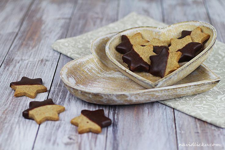 Tyhle sušenky jsou jednoduchou variací na mé oblíbené máslové sušenky . Na povrchu křupavé, uvnitř měkké, s bohatou máslovou chutí. Ten...