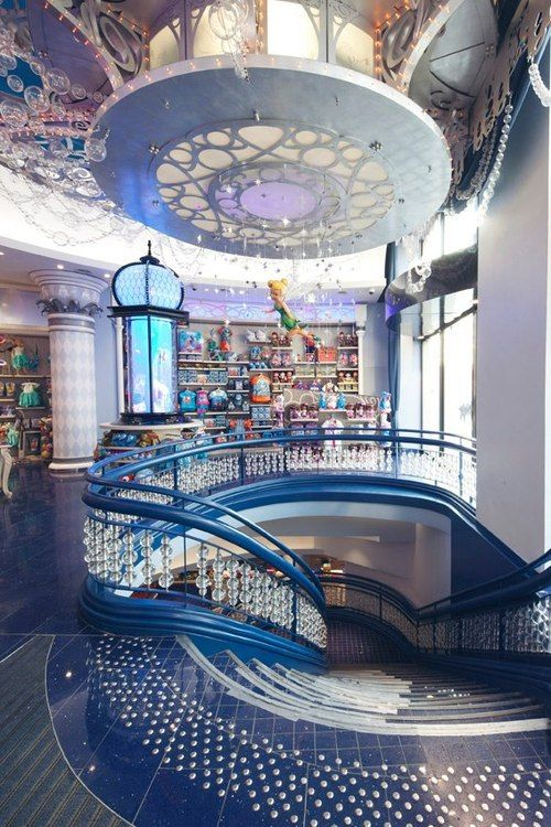 Disney Store in France - IT LOOKS SO MAGICAL!!! Been there...don't try to take pictures!