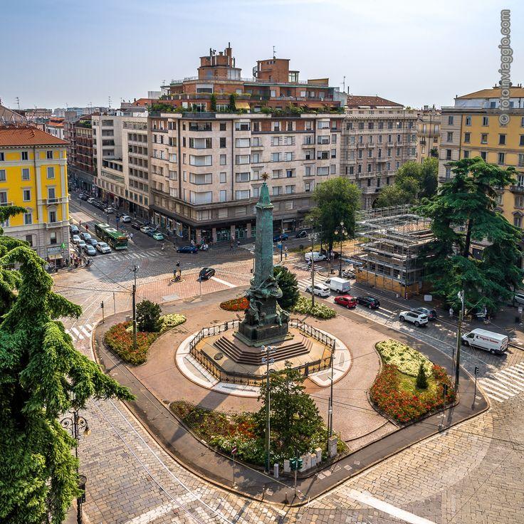 Piazza Cinque Giornate   Milano (MI) - Italia ################################### Farsi tutti i piani della #coin di #piazza5giornate per fare #shopping??? ...assolutamente NO!!! Per scattare questa foto 😊