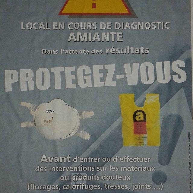 🏡 Dans les chaufferies, l'on trouve souvent des calorifuges amiantés. Une affiche invite les personnes entrant dans ces chaufferies à se protéger. #cabinetlucarre #diagnostic #immobilier #amiante #asbestos #lille