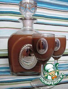 Шоколадный ликер Шоколад чeрный — 200 г Водка (или спирт) — 1,5 л Ванилин (щепотка) Молоко — 2 стак. Сахар — 1 кг Вода — 300 мл