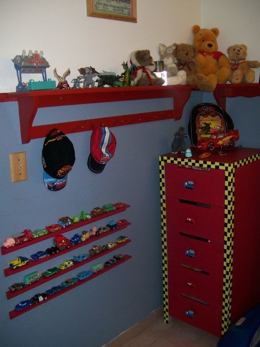 Smallest bedroom in america disney cars theme boys for Disney car bedroom ideas