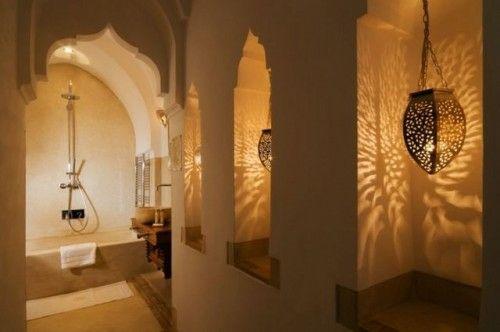 orientalische Bögen auch im Bad, die Farbe als Wandfarbe!