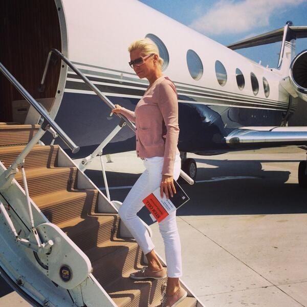 Yolanda Foster.. travel to Napa style..