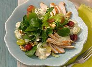 Putensalat mit Trauben und Feldsalat #Gefluegel #Pute #Rezepte #Sommer #Salat #Feldsalat #Trauben #Joghurtderssing #Walnuss