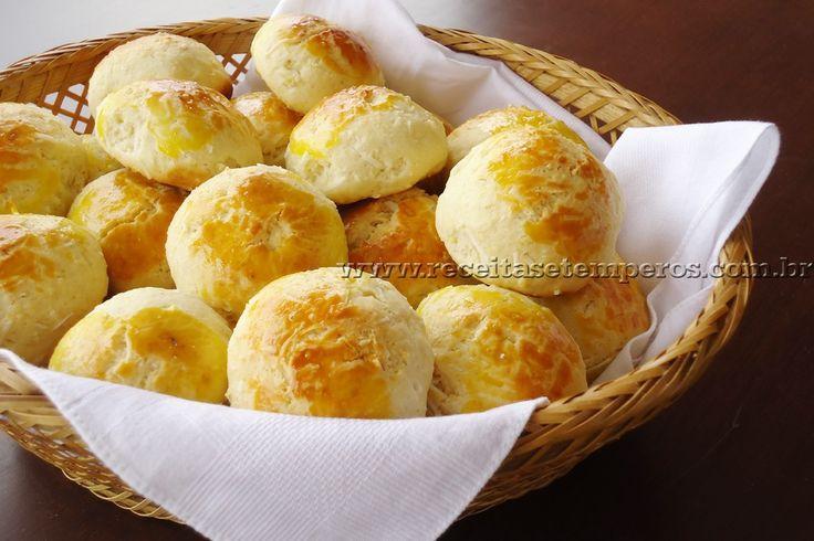 Pãozinho fácil de coco - Receita de pãozinho doce prático, rápido e muito saboroso. Você pode rechear com um quadradinho de goiabada, ou servir com doce de leite. Ficou simplesmente delicioso... Vale testar em casa!