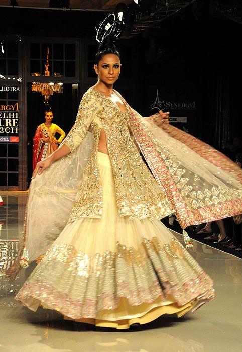 Swirlieeeees.  Manish Malhotra Delhi Couture Week 2011.