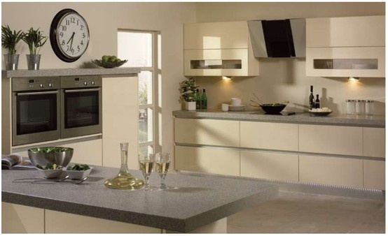 Bella Venice kitchen in High Gloss Cream.  A bright, beautiful and shimmering addition to your home, the high gloss cream finish fires beams of sunshine and casts an atmospheric shadow across the room.