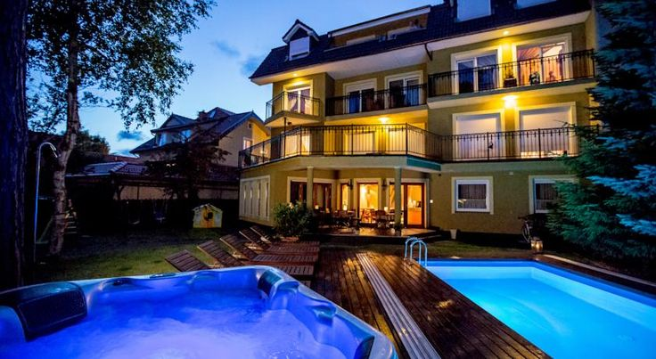 Villa Verdi Pleasure & Spa Łeba Situated in a quiet residential area of Leba, Villa Verdi Pleasure & Spa offers accommodation 350 metres from the beach. The property features free Wi-Fi.  The rooms are classically decorated in warm colours.