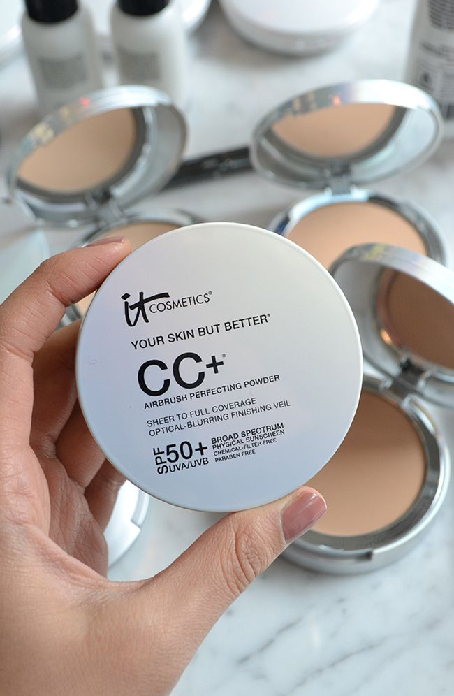 IT's your complexion perfection in a compact! This multi-tasking powder is formulated to transform the look of your skin with a veil of optical-blurring pigments that visually camouflage pores, dark spots and fine lines, while instantly leaving your skin porcelain soft, flawless and luminous.