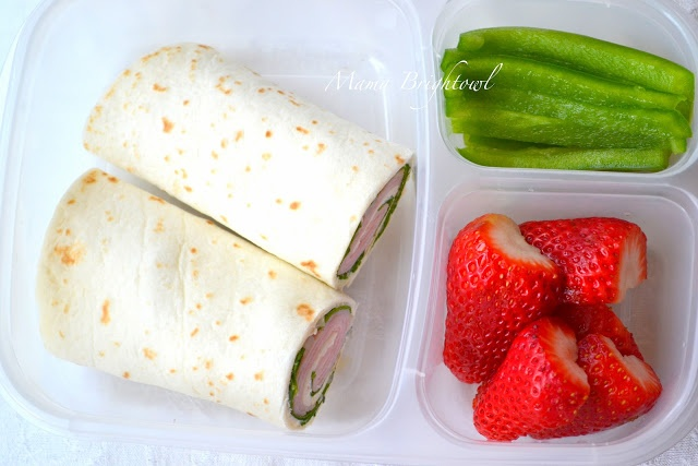 300-Calorie Lunch: Turkey & Spinach Wrap with green peppers & strawberries as sides