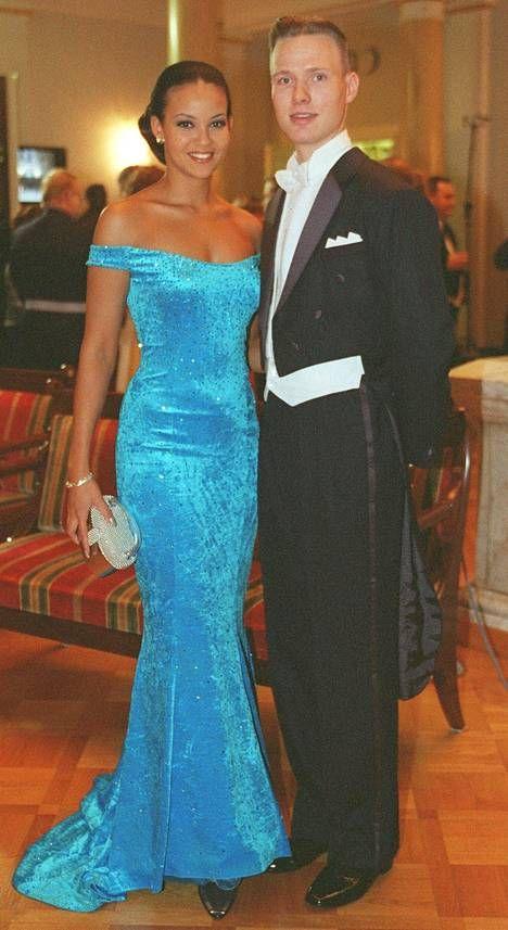 Lola Odusoga ja Tomi Pohjankukka vuoden 1998 juhlissa.