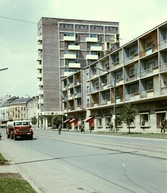 Bajcsy Zsilinszky utca az Ady híd felé nézve, a magas épület a Fórum ház. 1963