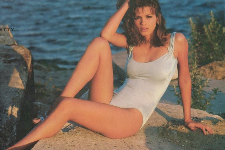 Gia Marie Carangi (January 29, 1960 – November 18, 1986) was an American fashion model during the late 1970s and early 1980s. Description from girlzroomideas.com. I searched for this on bing.com/images
