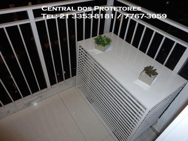 Fotografia de Caixa protetora para condensadora split por Caixas Protetoras Ar Condicionado #461057. Protege e decora com uma bancada para plantas