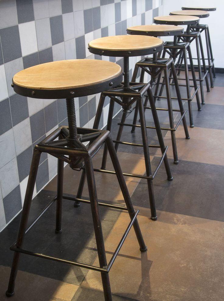 Barstool´s in wood and iron from @clarrods. Barstole i jern og træ.