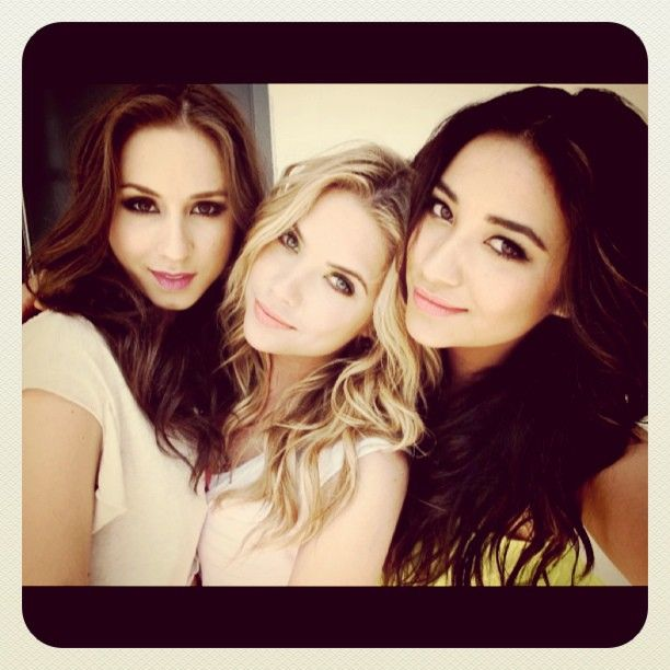 pretty little liars:): Girls, Ashleybenson, Shay Mitchell, Pll, Ashley Benson, Troian Bellisario, Beautiful, People, Pretty Little Liars