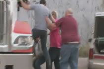 LIZARD LICK TOWING: Slapped by a Hood Rat video at Break.com. Watch, comment, rate  share LIZARD LICK TOWING: Slapped by a Hood Rat and other videos now!