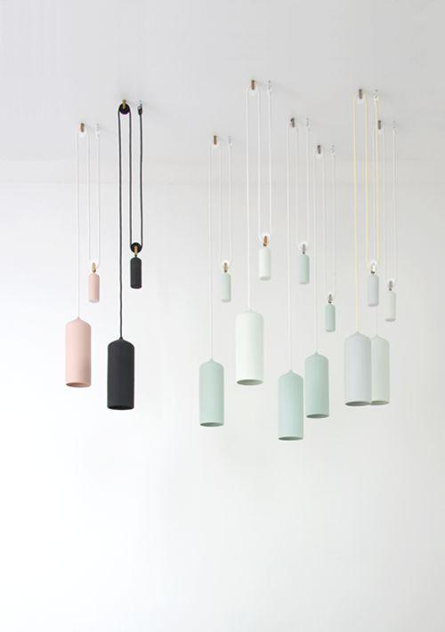 Porcelain Lamps Photos: Studio WM. via Elle Decoration Ik vind deze kleuren echt prachtig en het matte kalkige. Het katrol idee vind ik erg inventief.