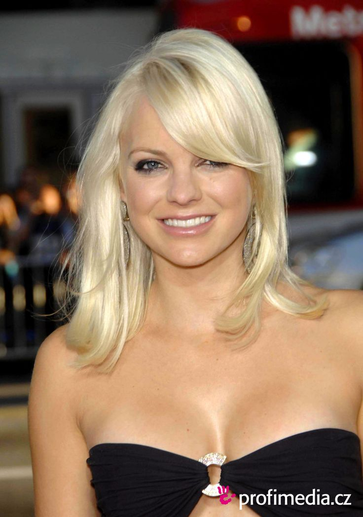 anna faris  love her hair color.