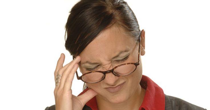 Por que compressas frias aliviam a dor de cabeça?. Os tipos e as causas de dores de cabeça variam de pessoa para pessoa. Desde as variedades tensionais e enxaqueca até a cefaleia em salvas e a mista (uma combinação de vários tipos), dores de cabeça podem afetar muito a vida de quem sofre com elas. Reduzir o stress e estar ciente dos estímulos que a causam são um bom começo para evitá-la.