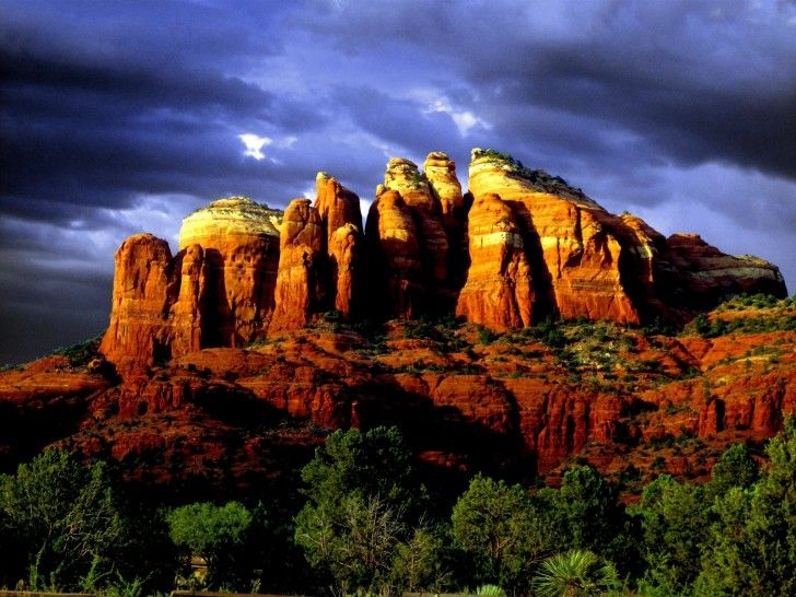 The breathtaking Red Rocks of Sedona are a group of several limestone rock formations located near the city of Sedona in Arizona, United States.