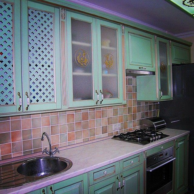 Мебельное ателье FEELWOODS. Оформление кухни в бирюзовом цвете - хороший способ придать интерьеру яркое настроение Наш проект в одной из московских квартир, материалы: дуб
