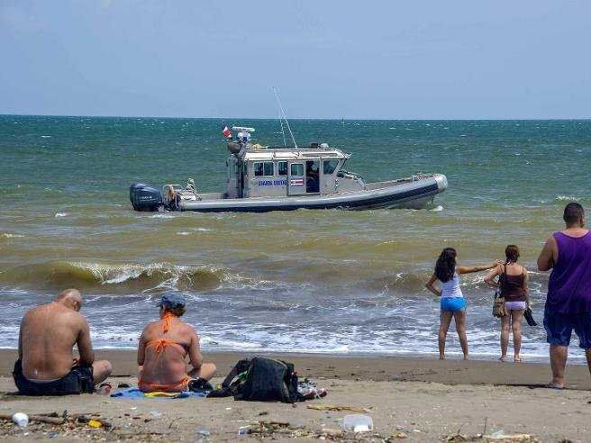 A ship carrying 180 tons off toxic ammonium nitrate sinks of Costa Rica's coast - BUSINESS INSIDER #CostaRica, #Ship, #Toxic, #World