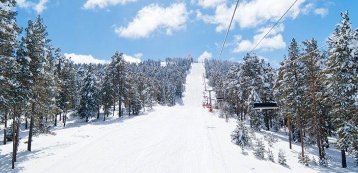 Sarıkamış - Kars / Kış turizminde Türkiye'nin en önemli merkezlerinden biri olan Sarıkamış, Kars iline bağlıdır. Dünyada sadece Alpler'de ve bu bölgede yağan kristal kar, sporcular tarafından en çok tercih edilen ve sulanmama özelliğine sahip kaliteli kardır. #Maximiles #Sarıkamış #Kars #Türkiye #Turkey #kışturizmi #kayak #kayakmerkezi #kar #kartaneleri #spor #kışsporları #otel #gidilecekyerler #gezilecekyerler #turizm #turizmmekanı