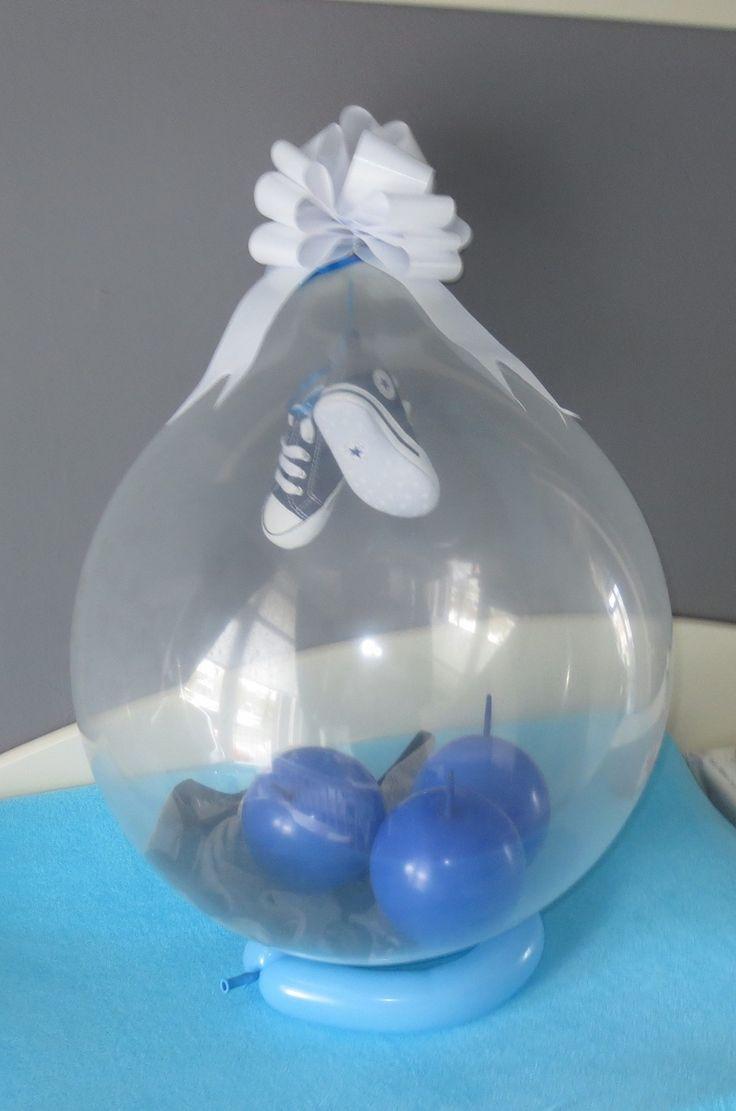Leukste kraamcadeau ever! Ballon met schoentjes en een rompertje erin! Gekregen met de geboorte van mijn zoontje.