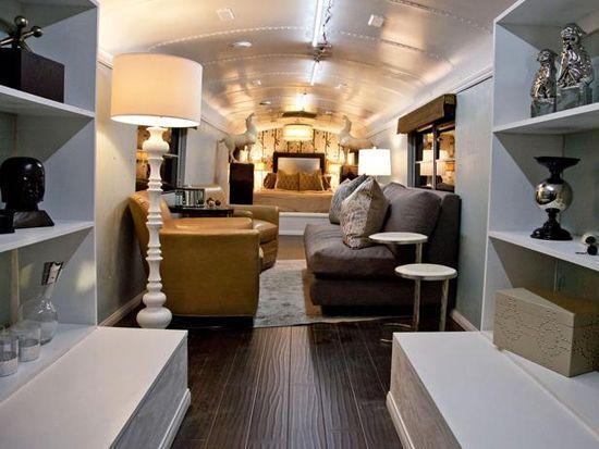 Anne Rue // Hgtv Star // Bus Challenge Living Room