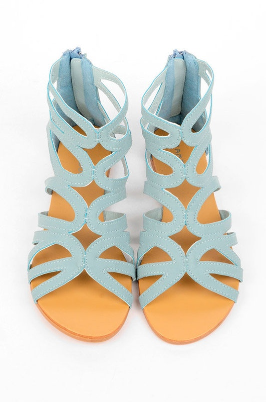 love these gladiators sandals!! :)  Definitely getting these.