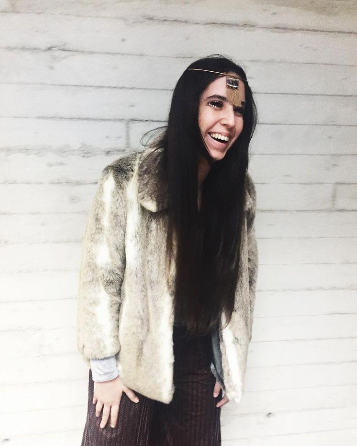 Hemos acabado la semana celebrando carnaval en la oficina y bueno ayer pensé en diez minutos un disfraz de Cher y ni tal mal  . . . . #cher #costume #carnival #thisishowihueit #reclaimthehappy #ootd #cotd #smilesformiles #carnaval #chercostume #ificouldturnbacktime #70s #70sfashion #playingdressup #peaceandlove #headpiece #peoplestylewatch #disfraz #disfraces #theoneandonlycher #cherfan #fauxfur #burlesque #doyoubelieveinlove #idratherbelieveinyou #costumeideas #easycostume #diycostume…