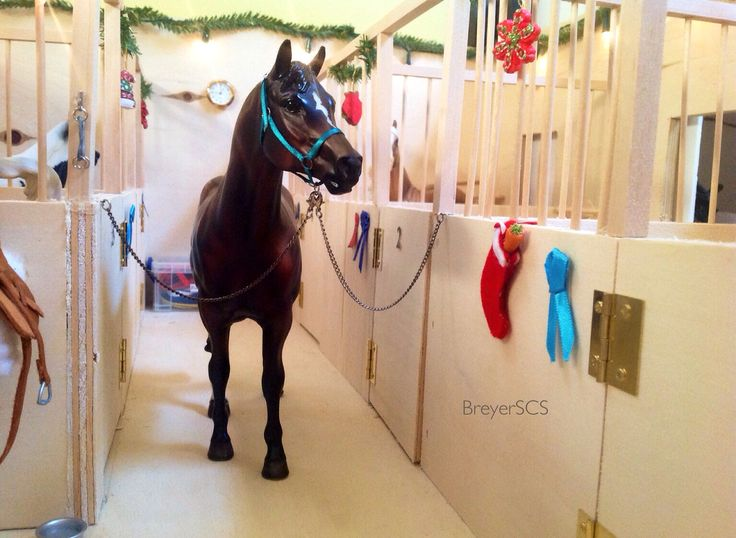 My homemade Breyer barn, completed with a little Christmas cheer! Follow my Instagram @breyerscs for my phototography and YouTube account @BreyerSCS for barn tours and more!