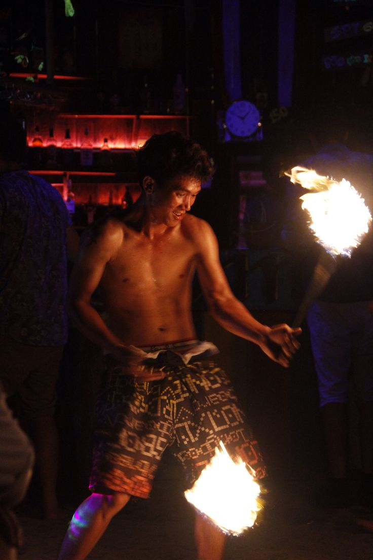 Loy Kratong is a religious event that happened in Thailand every year on the first full moon of November. This is a big thing in the north and specially in Chiang Mai but I didn't want to com…