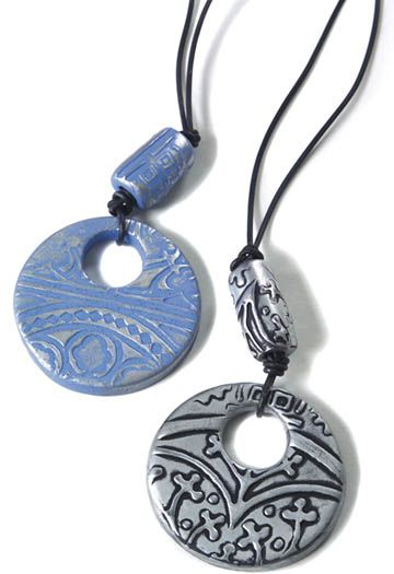 #DIY textured clay medallions are easy to make!  Great idea from @Crafts 'n things !