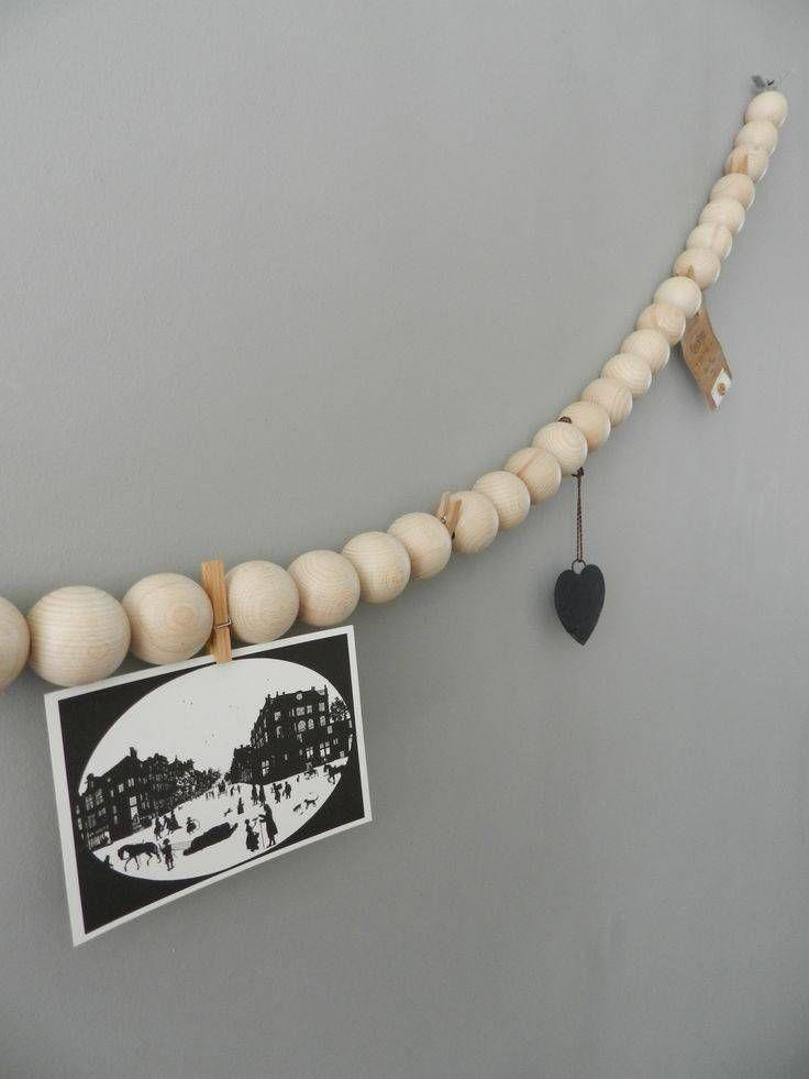 Blank houten kralen slinger voor het ophangen van je mooiste kaartjes, foto's of andere aandenken.