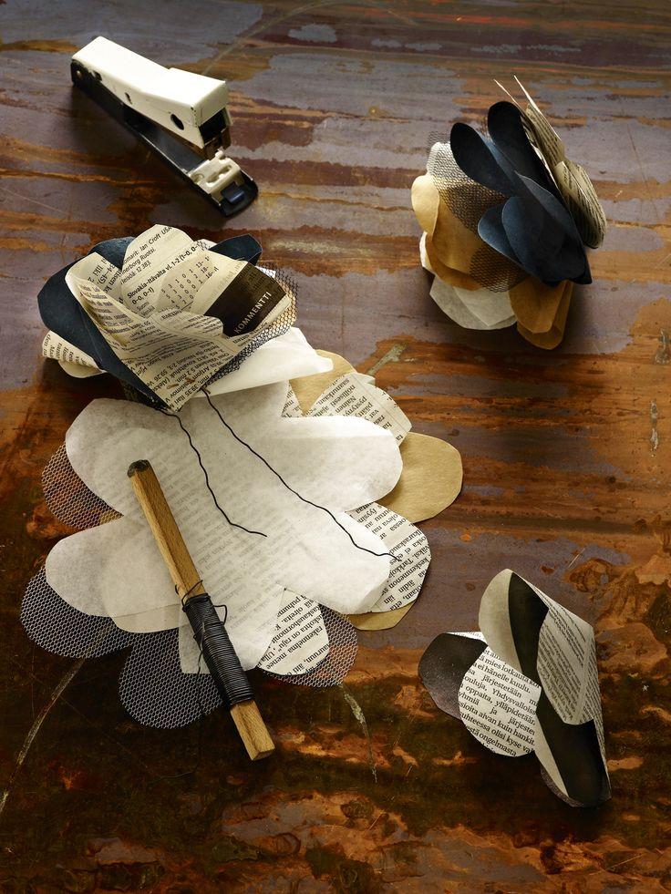 Askartele paperikukka tai useampi pakettikoristeiksi, kattaukseen tai maljakkoon. Materiaalit koristeisiin löytyvät käden ulottuvilta. Kurkkaa ohje!